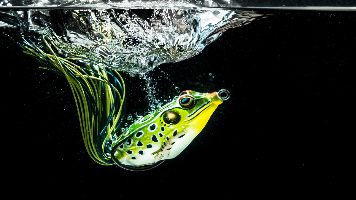 Kopper's live target frog lure in water under the surface.